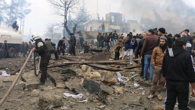 Tank-Lkw mit Bombe in Menschenmenge gerast (Bild: AP)