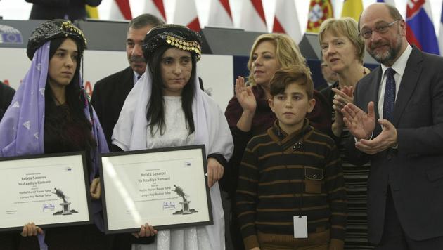 Nadia Murad und Lamiya Aji Bashar bei der Verleihung des Sacharow-Preises (Bild: AP)