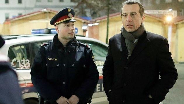 Bundeskanzler Kern mit Wiener Polizei auf Streife (Bild: facebook.com/bundeskanzler.christian.kern)