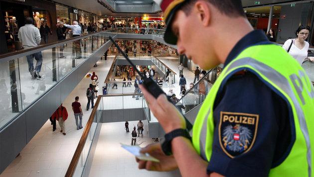 Sex-Attacke in Tirol: Opfer umzingelt und bedroht (Bild: APA/Hans Klaus Techt, APA/BARBARA GINDL)