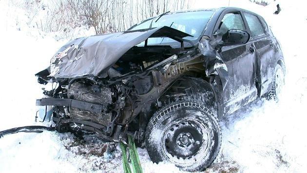 Der Wagen wurde bei der Kollision demoliert. (Bild: APA/BFV LIEZEN/SCHL†SSLMAYR)