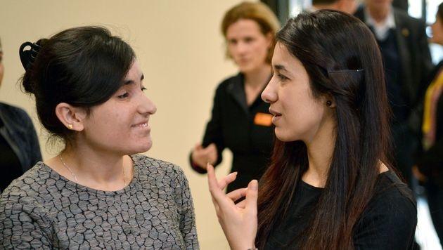 Nadia Murad (rechts) und Lamiya Aji Bashar (Bild: APA/AFP/dpa/FRANZISKA KRAUFMANN)