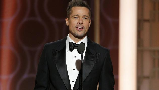Brad Pitt war der Überraschungsgast bei den Golden Globes. (Bild: AP)