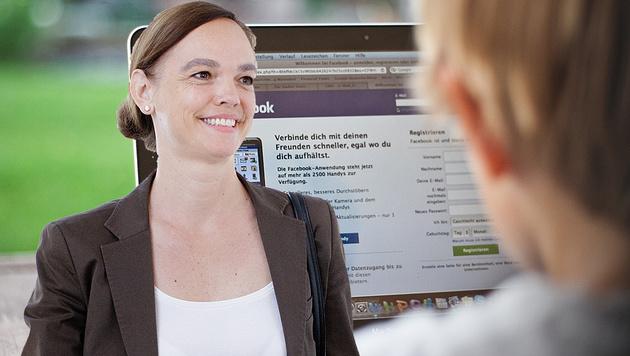 """Hammerschmid: """"Digitale Kompetenz als Schulfach"""" (Bild: APA/GEORG HOCHMUTH, dpa-Zentralbild/Jens Wolf)"""