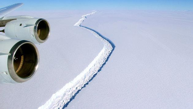 In Antarktis droht riesiger Eisberg abzubrechen (Bild: NASA/John Sonntag)