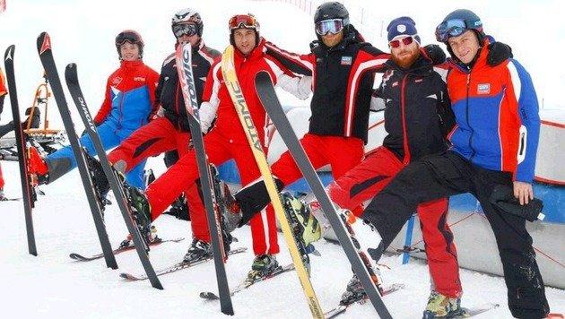Rennleiter Martin Traninger (r.) mit ein paar der Dutzenden Helfer, die fürs perfekte Skifest sorgen (Bild: Gerhard Schiel)