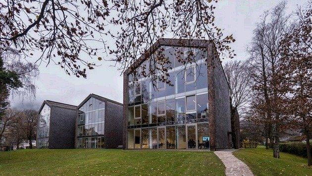 Geschichte in Beton gegossen: Ein Teil der Schule ist in einem ehemaligen Altenheim untergebracht. (Bild: Albert Moser)