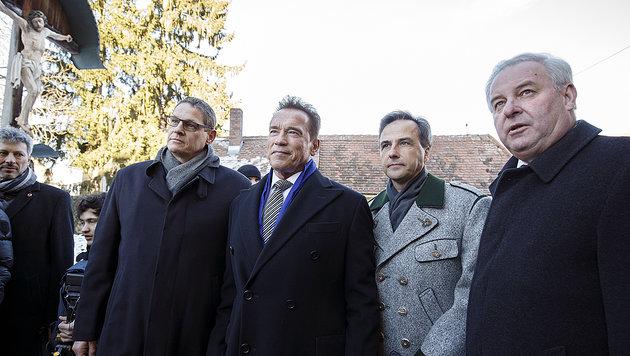 v.l.: Ferdinand Krainer, Schwarzenegger, Nagl, Schützenhöfer (Bild: APA/Erwin Scheriau)