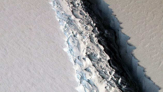 Der 300 bis 500 Meter tiefe Spalt, fotografiert aus der Luft (Bild: NASA/John Sonntag)