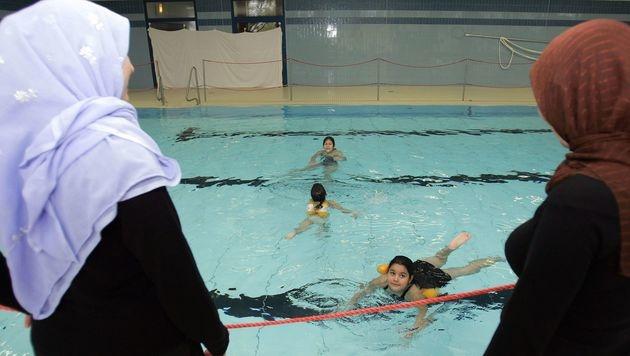 Keine Schwimm-Befreiung für muslimische Mädchen (Bild: dpa/A3416 Carmen Jaspersen)