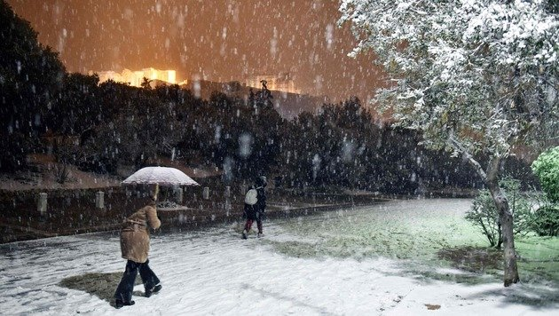Winter hat auch Griechenland fest im Griff (Bild: APA/AFP/Louisa Goulimaki)