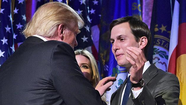 Donald Trump mit Jared Kushner (Bild: APA/AFP/MANDEL NGAN)