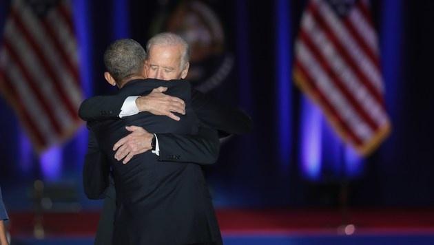 Vizepräsident Joe Biden war sichtlich gerührt. (Bild: APA/AFP/GETTY IMAGES/SCOTT OLSON)