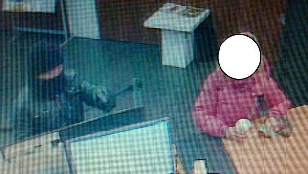 Bewaffnetes Räuber-Duo überfällt Bank in Innsbruck (Bild: Polizei)