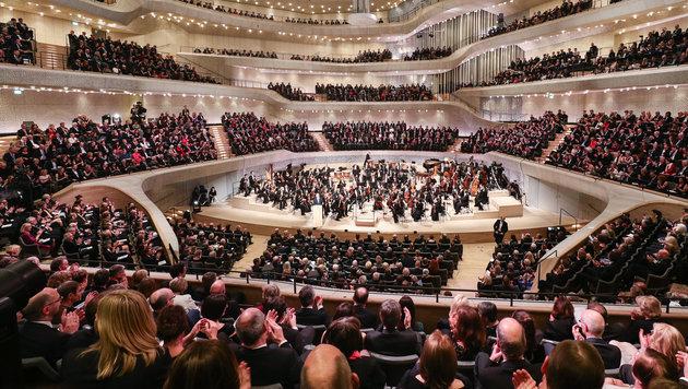 Hamburger Elbphilharmonie mit Galakonzert eröffnet (Bild: APA/dpa/Christian Charisius)