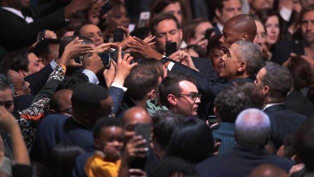 Ein letzter Gruß an seine Fans als US-Präsident (Bild: APA/AFP/GETTY IMAGES/SCOTT OLSON)