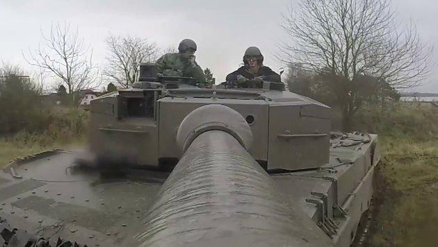 """Umstrittener """"Sniper"""" wirbt um junge Soldaten (Bild: YouTube.com)"""