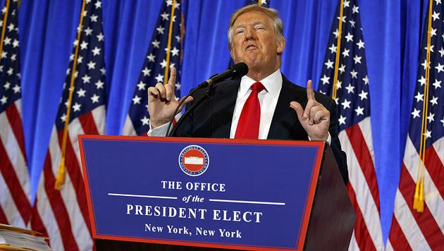 Donald Trump bei der Pressekonferenz in New York (Bild: AP)