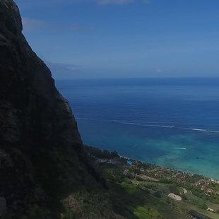 """Atemberaubende Aussicht! Surfer beim """"Klettern"""" (Bild: Max Matissek)"""