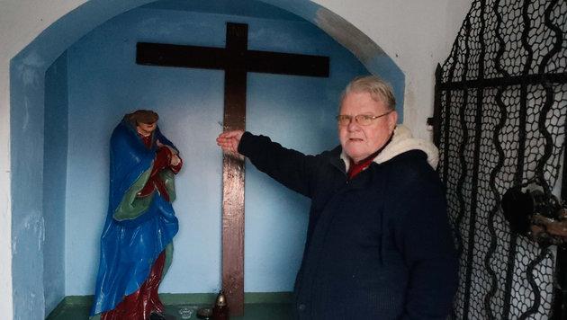 Karl Nowak entdeckte die Schändung seiner Kapelle bereits am 3. Jänner. (Bild: Daniel Scharinger)
