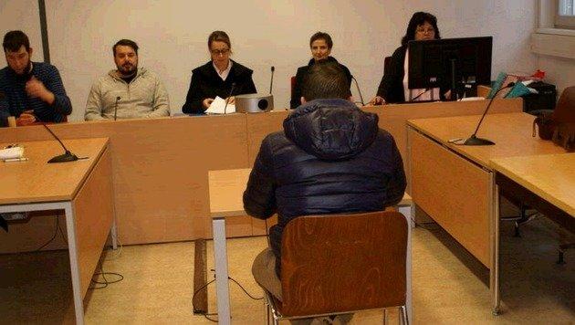 """Der Angeklagte (30) zeigte auch Reue: """"Es tut mir leid."""" (Bild: Antonio Lovric)"""