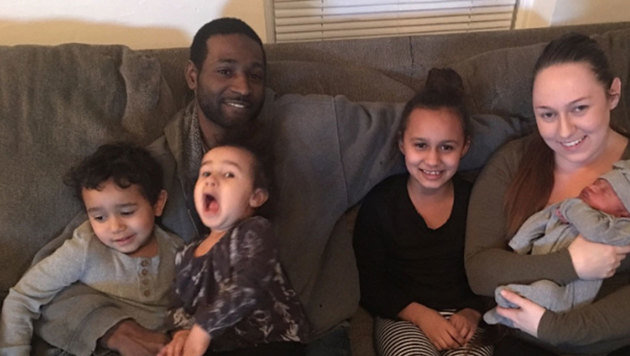Lamar Austin mit Ehefrau Lindsay und den vier Kindern (Bild: gofundme.com)