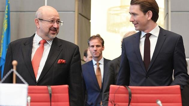 OSZE-Generalsekretär Lamberto Zannier (li.) mit Außenminister Sebastian Kurz (Bild: APA/HELMUT FOHRINGER)