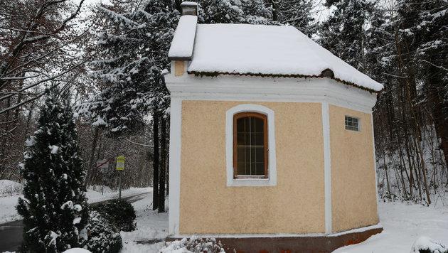Krippenfiguren, Bilder und eine Marienstatue wurden aus der Kapelle am Braunauer Rennerweg gestohlen (Bild: Daniel Scharinger)