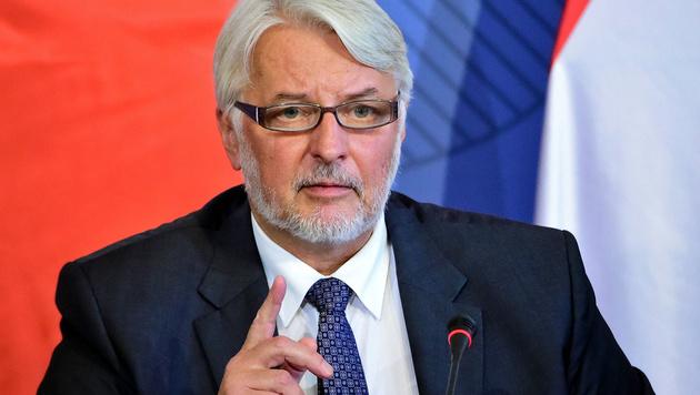 Land erfunden: Spottwelle für Polens Außenminister (Bild: APA/AFP/ATTILA KISBENEDEK)