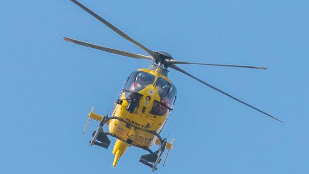 Der schwer verletzte Zweijährige wurde nach München in eine Spezialklinik geflogen. (Bild: fotokerschi.at)
