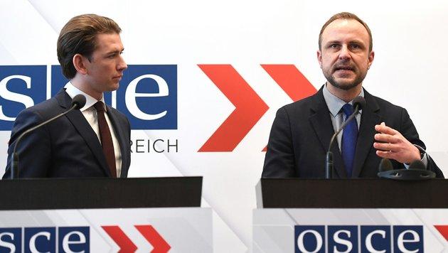 Außenminister Sebastian Kurz und der Sonderbeauftragte gegen Radikalisierung, Peter Neumann (Bild: APA/HELMUT FOHRINGER)