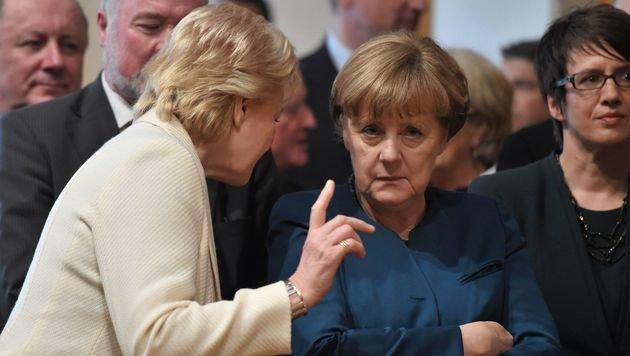 Steinbach und Merkel während einer Veranstaltung im April 2016 (Bild: AFP)