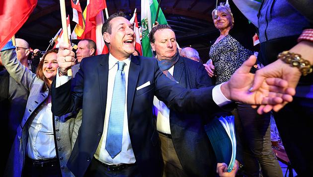 Strache rüstet für Einzug ins Kanzleramt (Bild: APA/Barbara Gindl)
