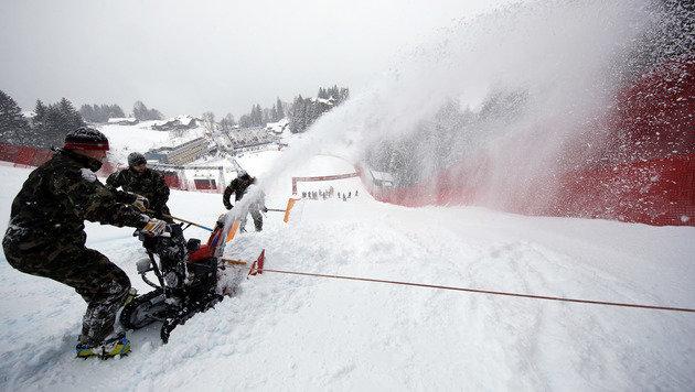 Abfahrt abgesagt! Auch Wengen versinkt im Schnee (Bild: Copyright 2017 The Associated Press. All rights reserved.)