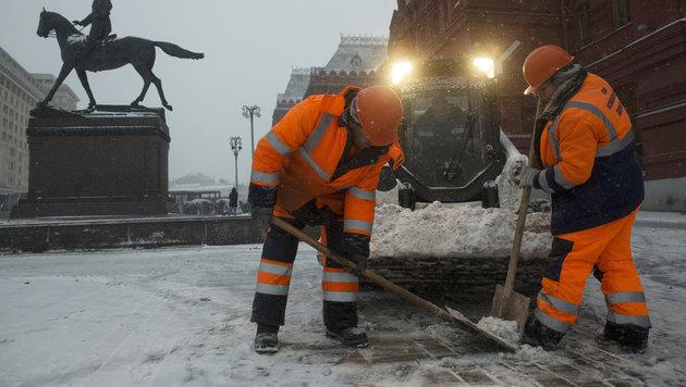10.000 Schneeräumfahrzeuge in Moskau im Einsatz (Bild: Associated Press (Archivbild))