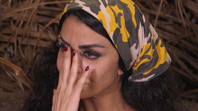 Kader Loth weint im Dschungeltelefon und will das Camp verlassen. (Bild: RTL)