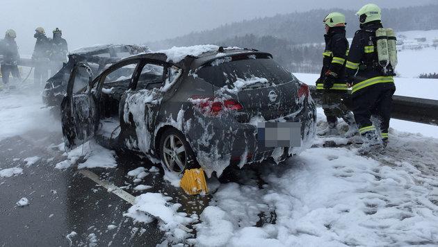 Junge Frau hilflos in Unfallwagen verbrannt (Bild: FOTOKERSCHI.AT/KERSCHBAUMMAYR)