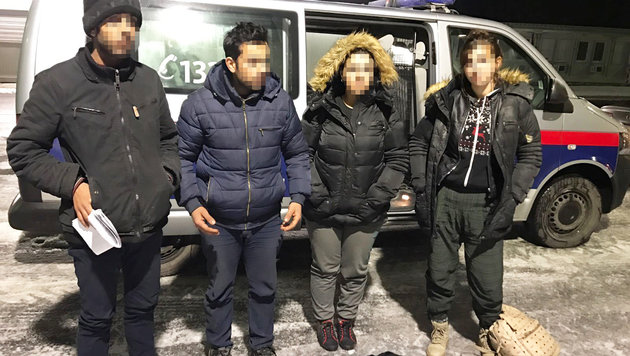 Vier Flüchtlinge wurden beim neuerlichen Versuch, nach Österreich zu gelangen, aufgegriffen. (Bild: Christian Schulter)