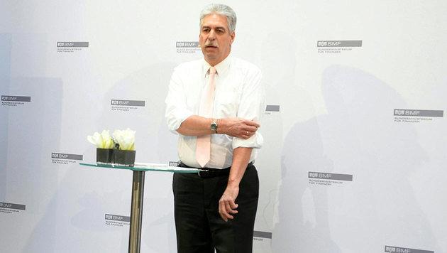 Finanzminister Schelling fordert die Regierung auf, die Ärmel hochzukrempeln und Pläne umzusetzen. (Bild: APA/ROLAND SCHLAGER)
