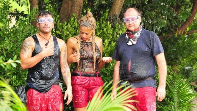 """Igitt! Das Team """"Base Camo"""" wurde bei der Dschungelprüfung vollgeschleimt. (Bild: RTL)"""