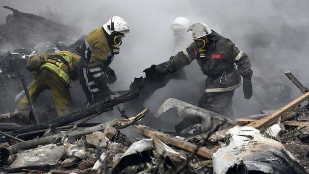 Jumbo-Jet stürzt auf Dorf in Kirgisistan - 37 Tote (Bild: AP)