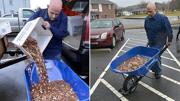 Mann beglich Steuerschuld mit 300.000 Cent-Münzen (Bild: AP)