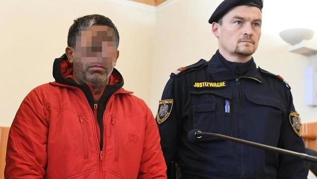 Schlepper zu vier Jahren Haft verurteilt (Bild: APA/HELMUT FOHRINGER)
