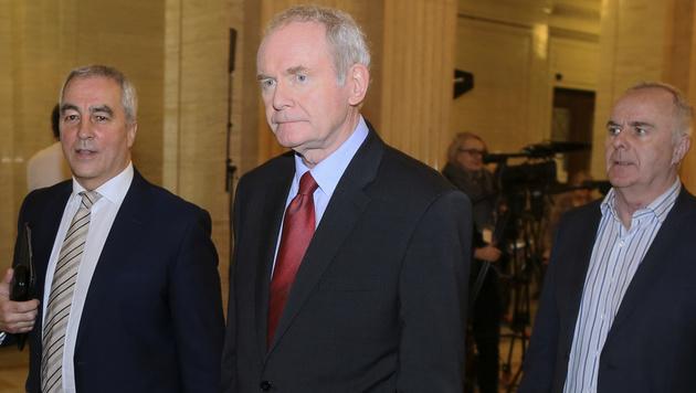 Martin McGuinness, Ex-Vizeregierungschef von Nordirland (Mitte) (Bild: AP)