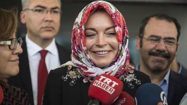 Lindsay Lohan bei ihrem Besuch in einem Flüchtlingslager in der Türkei (Bild: Viennareport)