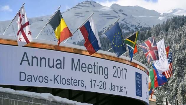 3000 Politiker, Manager, Wissenschaftler und NGO-Vertreter nehmen am traditionellen Treffen teil. (Bild: APA/AFP/FABRICE COFFRINI)