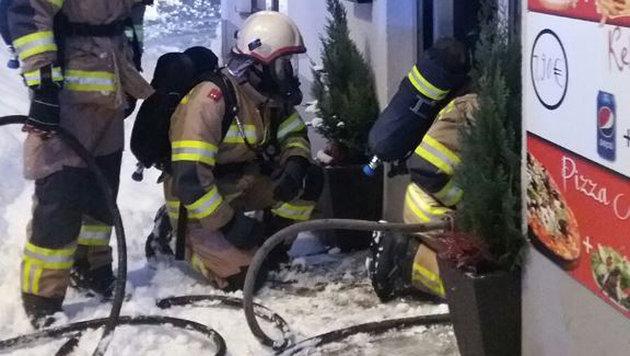 Lokal in Flammen: Handy entzündete sich selbst (Bild: FF Ebensee)