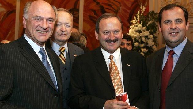 2005: Pröll mit seinem Neffen Josef (re.), ÖVP-Grande Andreas Khol und Ex-Minister Hubert Gorbach (Bild: APA/HERBERT P.OCZERET)