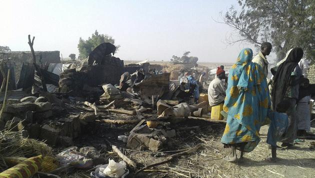 Das Lager in Rann nach der Bombardierung (Bild: AFP)