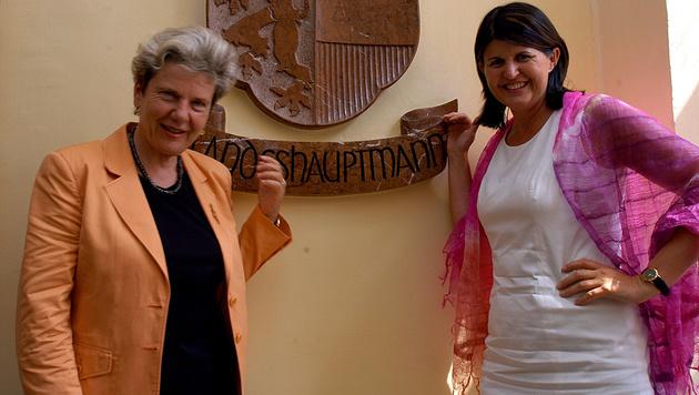 Waltraud Klasnic (ÖVP) und Gabi Burgstaller (SPÖ) waren die ersten Landeshauptfrauen in Österreich. (Bild: Kronen Zeitung)
